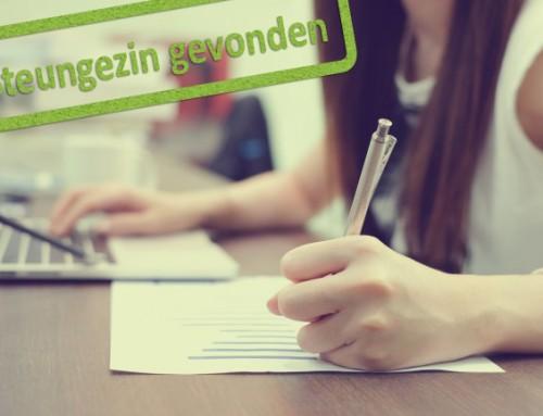 Wie helpt meisje van 16 bij haar huiswerk?