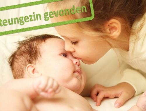 Wie kan een alleenstaande moeder met een baby en peuter steunen?