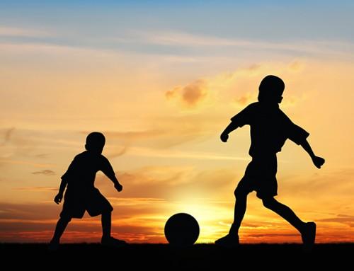 Wie wil er voetballen met een jongen van 7 jaar?