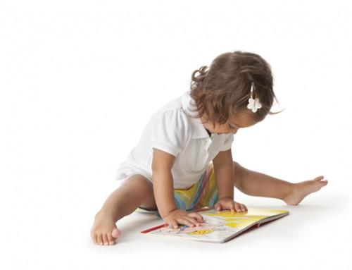 Peuter (meisje) zoekt lief gezin in IJmuiden om boekjes bij te lezen
