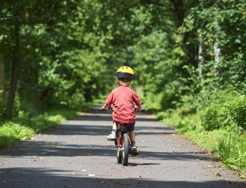 Wie wil een kleine charmeur leren fietsen?
