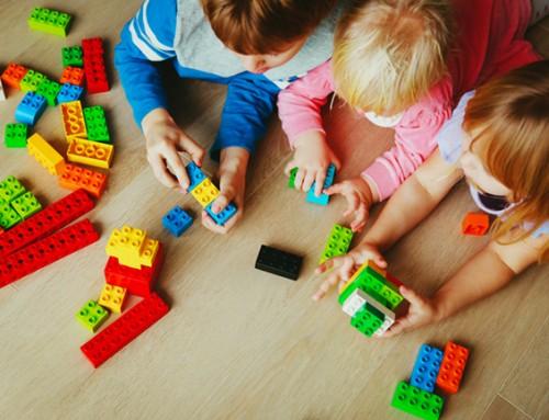 Bij welk gezellig steungezin in Purmerend mogen drie vrolijke kinderen komen spelen?