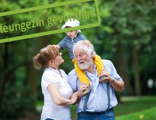 Waarom hebben wij geen opa en oma? Twee vrolijke kinderen zoeken grootouders